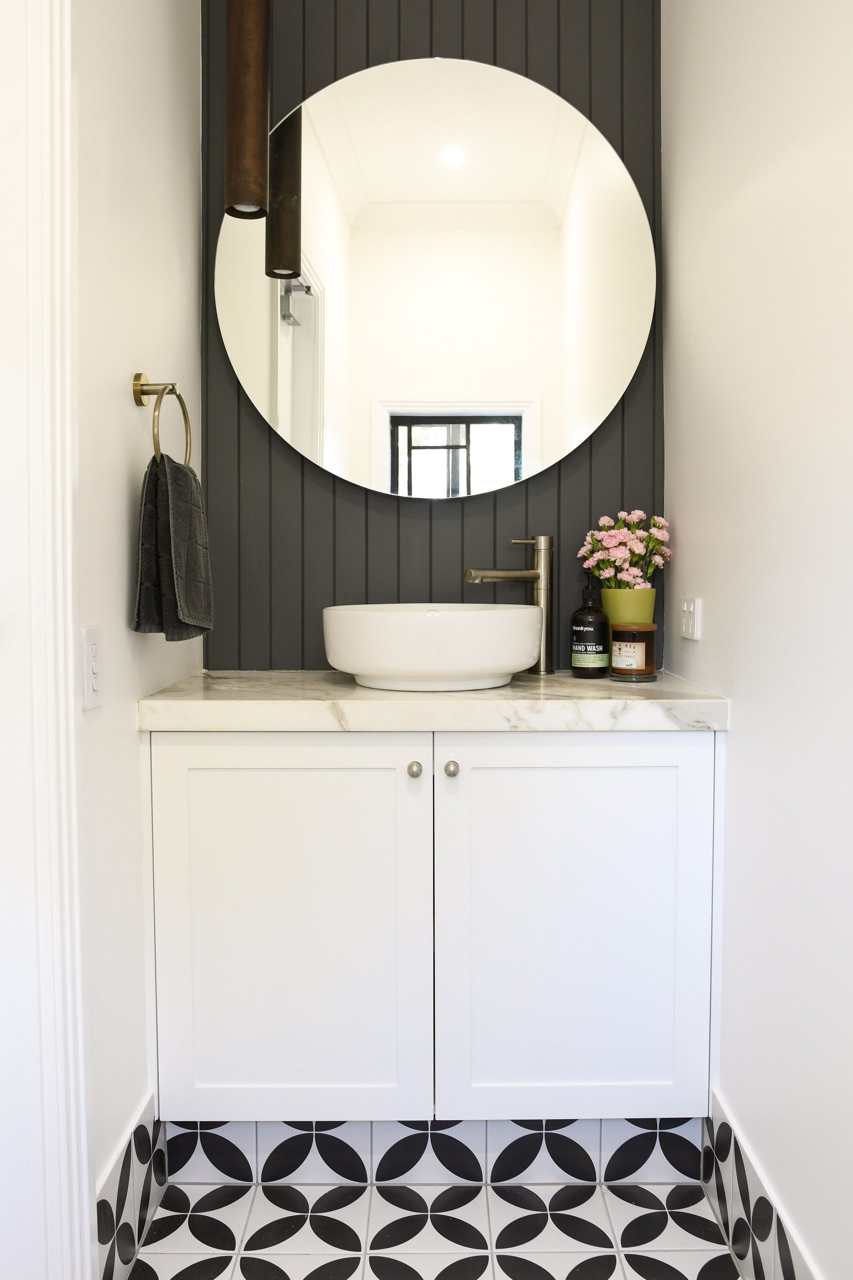 Troy Roberts - PRODUCTS BATHROOM 4TH IMAGE