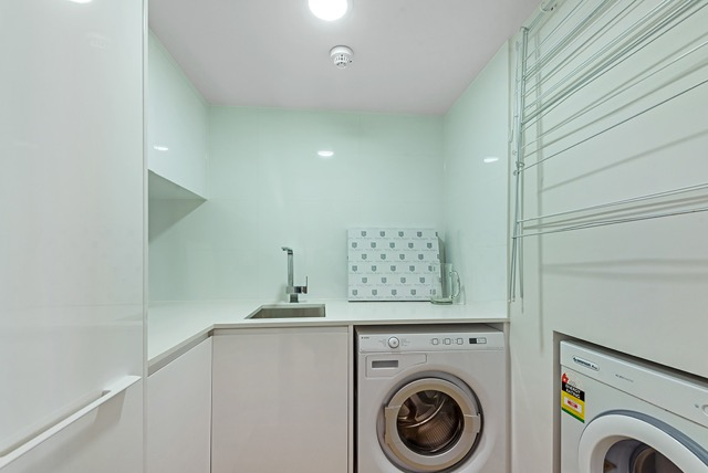 Troy Roberts - PRODUCTS LAUNDRY CABINETS 2ND IMAGE